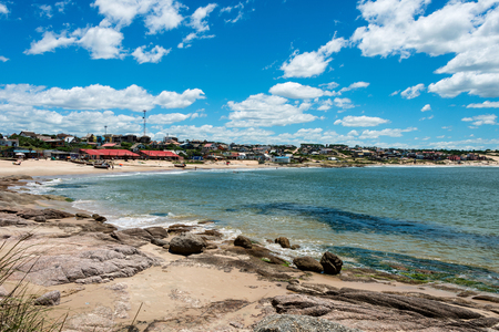 Punta del Diablo Beach, beliebten Touristenort in Uruguay Standard-Bild - 66004768