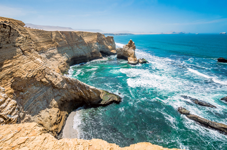 Cathedral Rock Formation, Peruvian Coastline, Rock formations at the coast, Paracas National Reserve, Paracas, Ica Region, Peru 스톡 콘텐츠