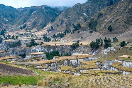Fields of Zumbahua in Ecuadorian Altiplano. Highland Andes near Quilotoa lagoon, South America Standard-Bild