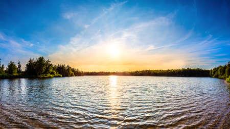 Beautiful natural lake at sunset 免版税图像