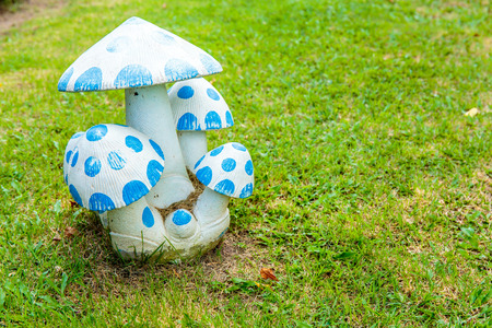 plant stand: Blue mushroom - decoration in the garden.