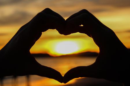 donacion de organos: love heart with hands sunset