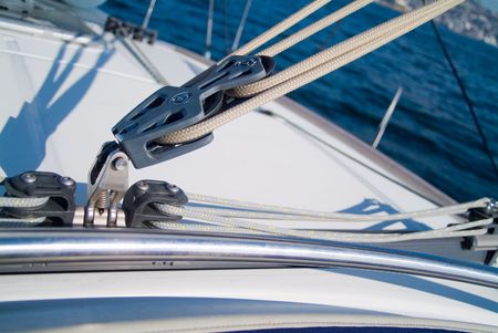 pulleys and cords of a veil in a yatch