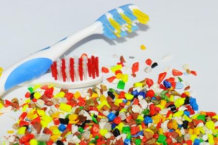 resin: cepillos de dientes y reciclado de polymere Foto de archivo
