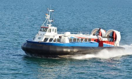 Hovercraft op de weg tussen de Isle of Wight en Portsmouth, Engeland