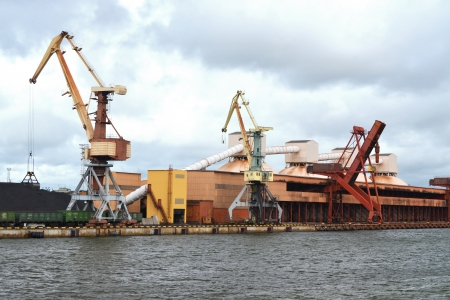 taking charge: lading port for raw materials Stock Photo