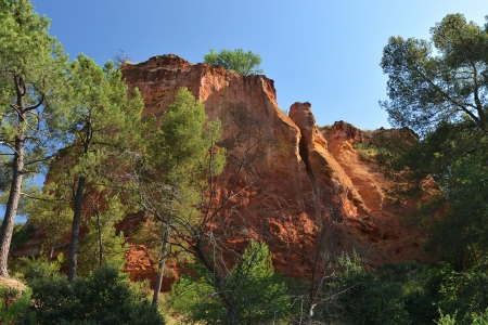 colourfully: red sienna coloured rocks near Roussillion, Provence Stock Photo