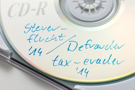tratados: CD con datos de evasores de impuestos