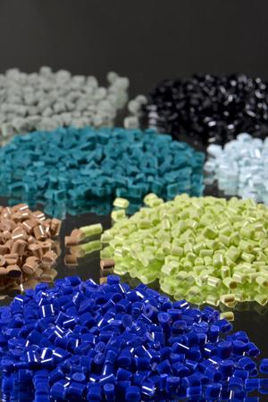 industria petroquimica: algunas resinas de polímeros teñidos para la industria de moldeo por inyección