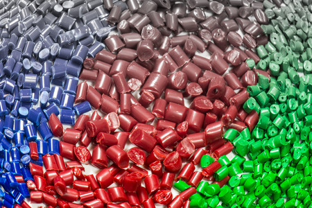 compounding: gradient color of dyed polymer plastic granulates