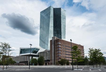 Zeer nieuw gebouw van de Europese Centrale Bank ECB in Frankfurt Duitsland