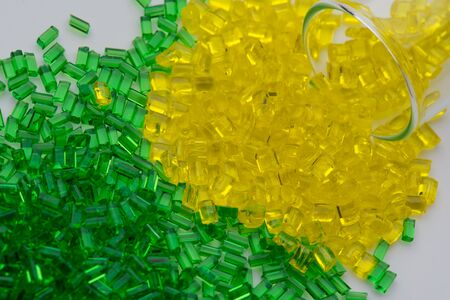 reen and yellow transparent polymer resin in lab Imagens