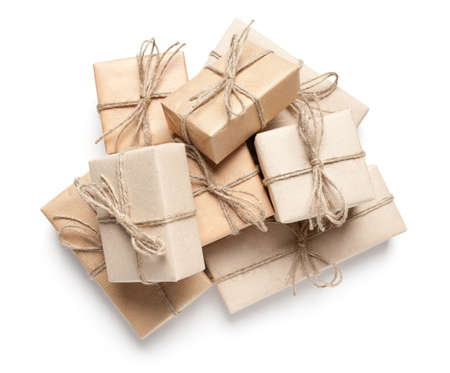 Gift boxes with recycled paper on white. This file is cleaned, retouched and contains clipping path. Stockfoto