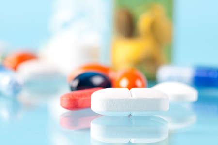 Close up of pill with other pills in background. This file is cleaned and retouched. Zdjęcie Seryjne