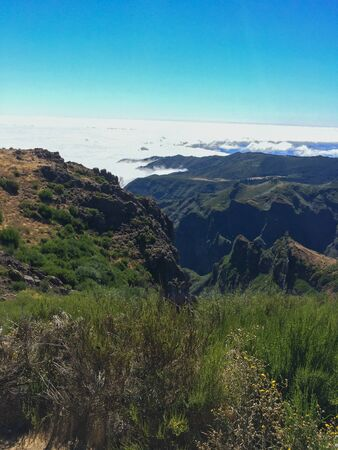 View over mountains and clouds from Pico do Arieiro, the higest peak of Madeira 版權商用圖片