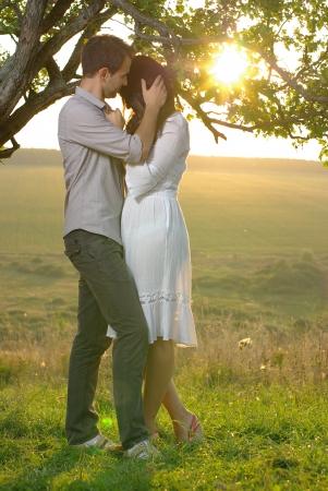 sweethearts: Couple sweethearts under tree