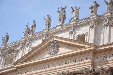 bernini: Basilica di San Pietro in Vaticano above the sculpture group