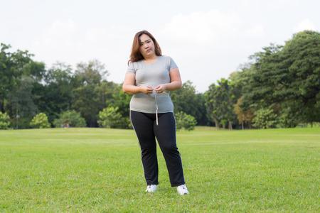 donne obese: donne obese � preoccupante su di lei in sovrappeso Archivio Fotografico