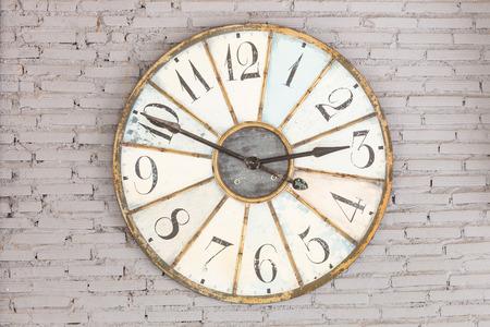 Retro reloj en la pared Foto de archivo