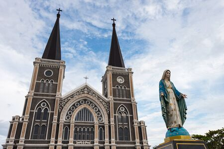 The Blessed Virgin Mary in front of the Roman Catholic Diocese, Thailand. 版權商用圖片