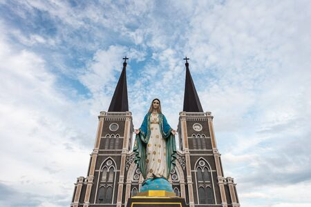 The Blessed Virgin Mary in front of the Roman Catholic Diocese, public place in Chanthaburi,  Thailand. 版權商用圖片