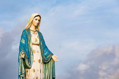 La Bienheureuse Vierge Marie devant le diocèse catholique romain, lieu public à Chanthaburi, Thaïlande. Banque d'images