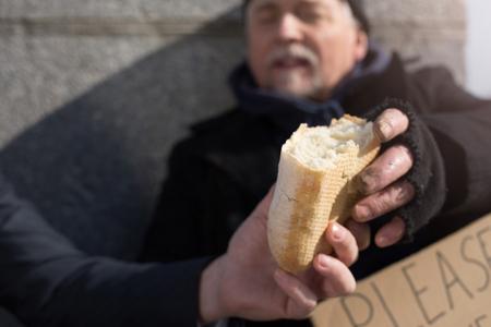 intolerancia: Close up of males hands keeping bread Foto de archivo