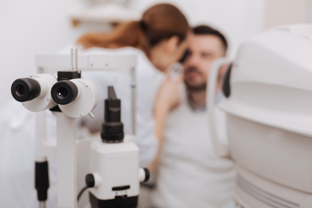 Selective focus of ophthalmological equipment being in use