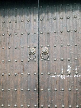 The big Chinese lion door Stock Photo - 10341964