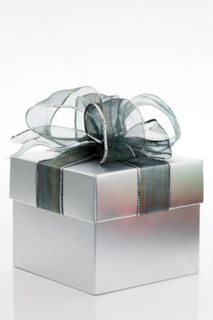 cadeaupapier: Silver geschenkdoos Stockfoto