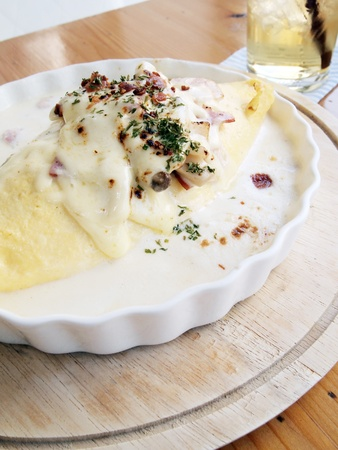 japon food: Omelette de riz et fromage ? la cr?me, jambon, Japon alimentaire Banque d'images