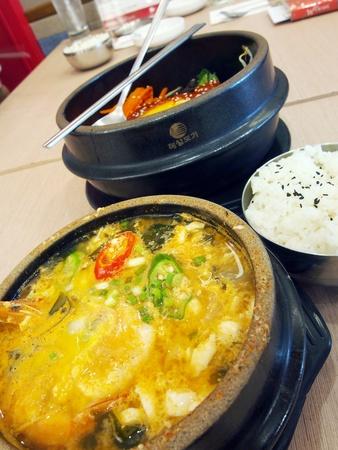 한국 요리 매운 냄비