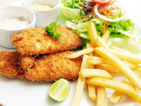 cooked fish: Fried fish with fresh salad and dipping sauce as condiment