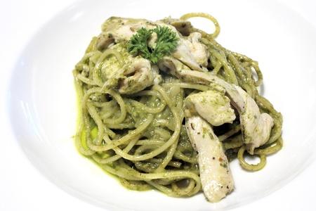 eligible: spaghetti con pesto