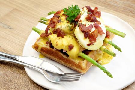 jamon y queso: Galletas de queso jamón y huevo. Foto de archivo