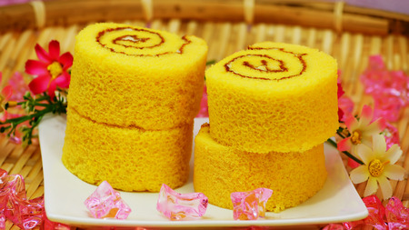 swiss roll: Swiss roll cream cake