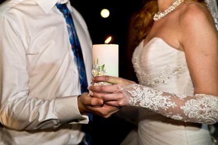 pareja de esposos: pareja casada y vela