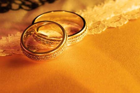anillos de boda: Cerca de los anillos de boda
