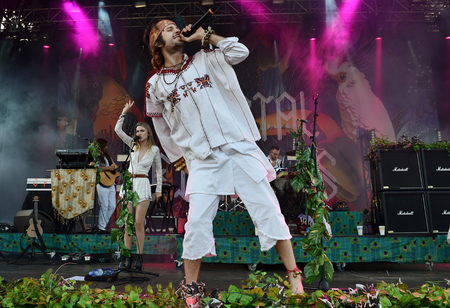 PRAGUE, CZECH REPUBLIC - JUNE 26, 2016: Singers Eleanor Fletcher (L) and Sebastian Pringle (R) of Crystal Fighters During a performance at Metronome Festival in Prague, Czech Republic, June 26, 2016. Editöryel