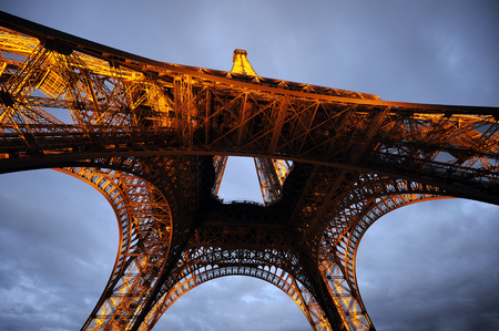 dimming: Eiffel tower