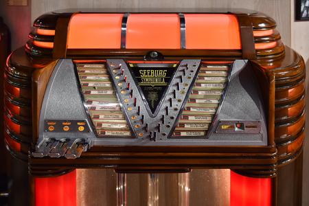 HATE, Tsjechië - 14 februari 2018: Old Jukebox Seeburg Symphonola in Hate, Tsjechië, 14 februari 2018.