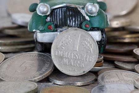 monete antiche: auto su vecchie monete Archivio Fotografico