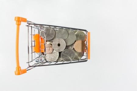 monete antiche: vecchie monete nel carrello