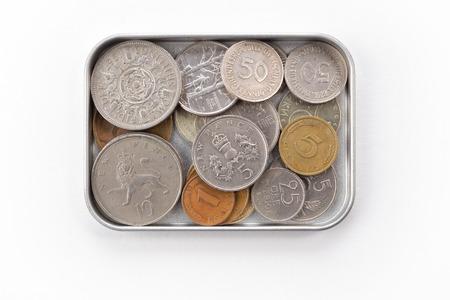 monete antiche: Vecchie monete in scatola di latta Archivio Fotografico