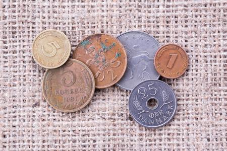 monete antiche: Vecchie monete su tela