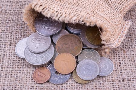 monete antiche: vecchie monete in sacco