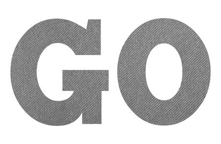 ALLER - avec une texture de tissu gris sur fond blanc Banque d'images