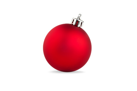 kerstbal rood: single red christmas ball over white background Stockfoto