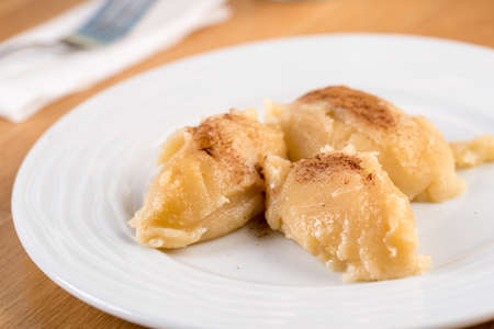 Turkish Flour Halva or Un Helvasi on white plate with cinnamon on top. 版權商用圖片