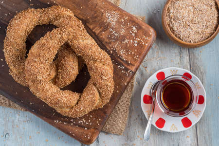 whole wheat Turkish bagels with sesame on wooden chopping board Stock fotó